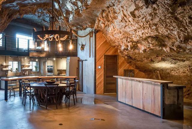Hang động sang trọng nhất thế giới đang được rao bán với giá 58 tỷ đồng, bên ngoài hoang sơ bên trong mới thật sự bất ngờ - Ảnh 7.