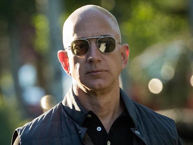 Không làm từ thiện nhiều như Bill Gates, người giàu nhất thế giới Jeff Bezos sử dụng 150 tỷ USD tài sản của mình như thế nào? - Ảnh 10.