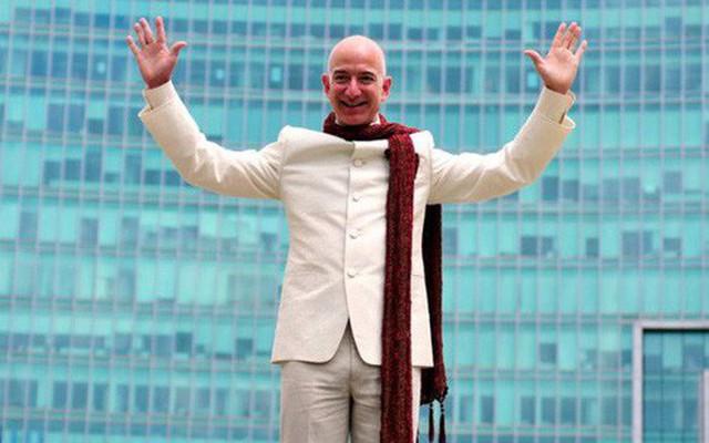 Không làm từ thiện nhiều như Bill Gates, người giàu nhất thế giới Jeff Bezos sử dụng 150 tỷ USD tài sản của mình như thế nào?