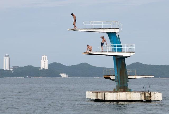 Ảnh: Tiết lộ về cuộc sống học tập và lao động thường ngày ở Triều Tiên - Ảnh 12.