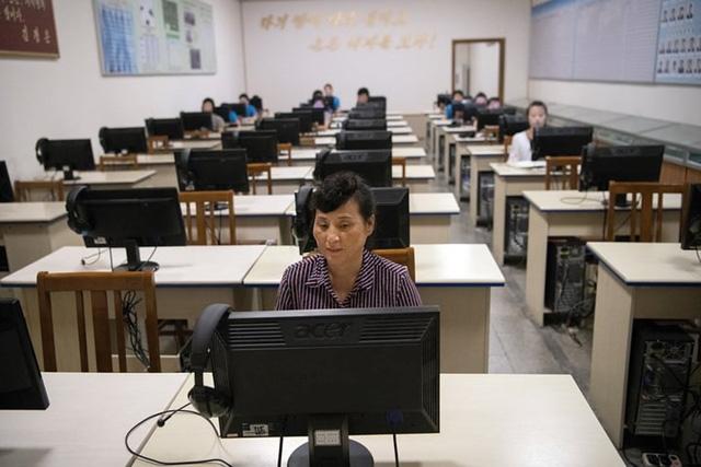 Ảnh: Tiết lộ về cuộc sống học tập và lao động thường ngày ở Triều Tiên - Ảnh 13.