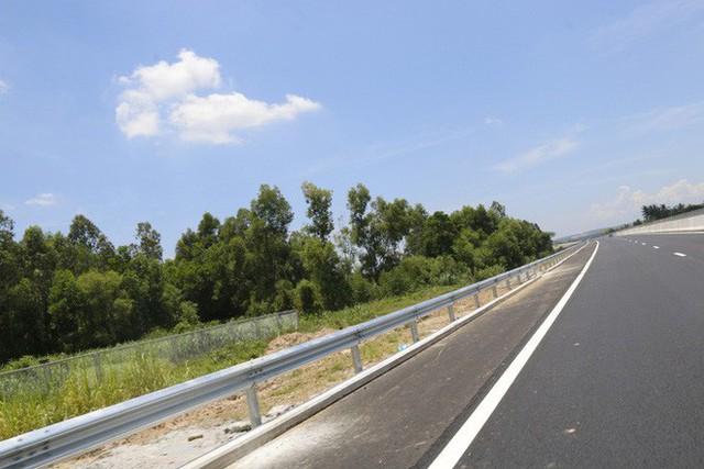 Cận cảnh cao tốc 34.500 tỉ đồng ô tô đi lộc cộc, lộc cộc - Ảnh 13.