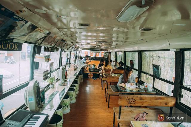 Phát hiện quán cà phê bus cực nhiều góc sống ảo ngay tại Hà Nội cho những ai còn băn khoăn cuối tuần không biết đi đâu - Ảnh 6.