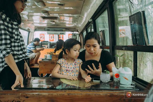 Phát hiện quán cà phê bus cực nhiều góc sống ảo ngay tại Hà Nội cho những ai còn băn khoăn cuối tuần không biết đi đâu - Ảnh 10.
