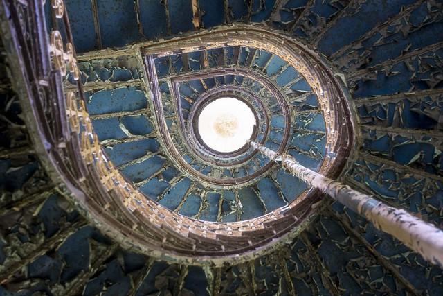 Cùng ngắm nhìn vẻ đẹp ma mị của 25 toà lâu đài và biệt thự bỏ hoang ở châu Âu - Ảnh 11.