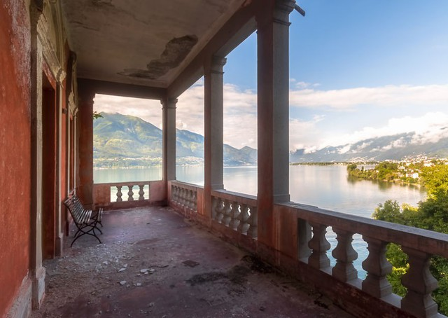 Cùng ngắm nhìn vẻ đẹp ma mị của 25 toà lâu đài và biệt thự bỏ hoang ở châu Âu - Ảnh 12.