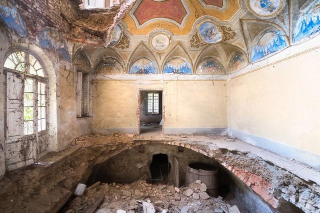 Cùng ngắm nhìn vẻ đẹp ma mị của 25 toà lâu đài và biệt thự bỏ hoang ở châu Âu - Ảnh 18.