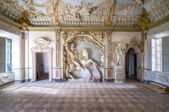 Cùng ngắm nhìn vẻ đẹp ma mị của 25 toà lâu đài và biệt thự bỏ hoang ở châu Âu - Ảnh 3.