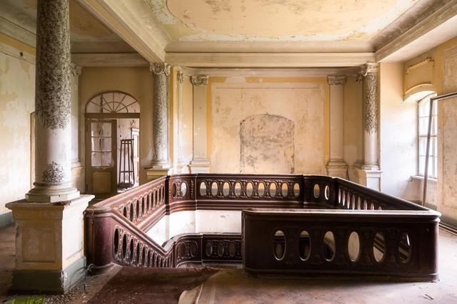 Cùng ngắm nhìn vẻ đẹp ma mị của 25 toà lâu đài và biệt thự bỏ hoang ở châu Âu - Ảnh 23.