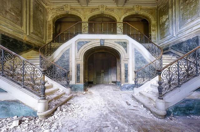 Cùng ngắm nhìn vẻ đẹp ma mị của 25 toà lâu đài và biệt thự bỏ hoang ở châu Âu - Ảnh 5.