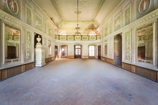 Cùng ngắm nhìn vẻ đẹp ma mị của 25 toà lâu đài và biệt thự bỏ hoang ở châu Âu - Ảnh 8.