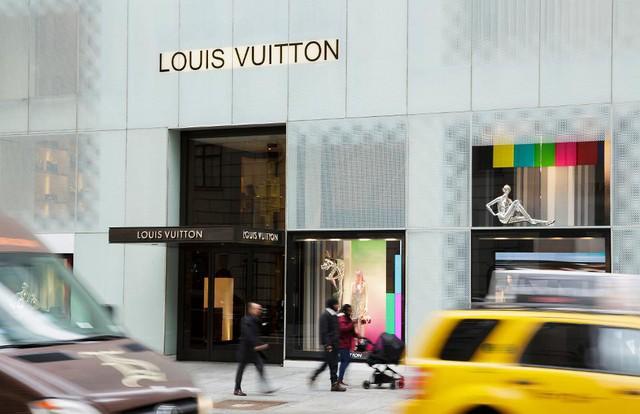 Louis Vuitton, Hermès và câu chuyện hàng hiệu đích thực - Ảnh 1.