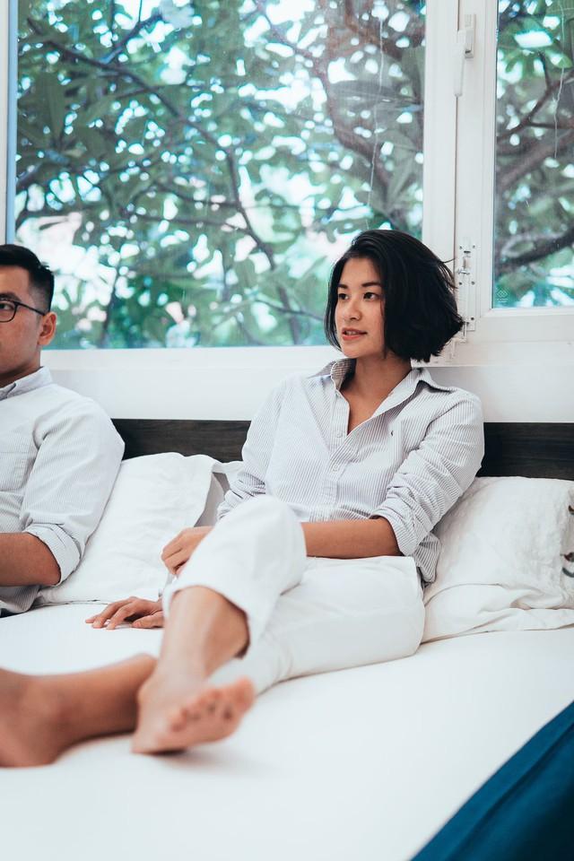 Bỏ việc full time trong lĩnh vực tài chính, quảng cáo ở Mỹ, 2 người trẻ Việt quay về nước mở công ty bán đệm vì câu nói của một nhân viên bán hàng - Ảnh 1.