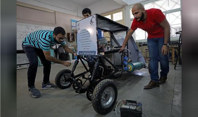 Chán dùng xăng, nhóm sinh viên Ai Cập tự thiết kế xe chạy bằng không khí cho nó tiết kiệm - Ảnh 1.
