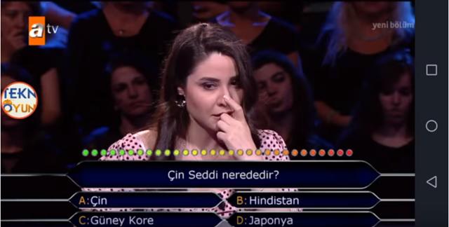 Cô gái Thổ Nhĩ Kỳ bỗng nổi tiếng toàn cầu vì không trả lời được câu hỏi Vạn Lý Trường Thành của Trung Quốc nằm ở đâu - Ảnh 1.