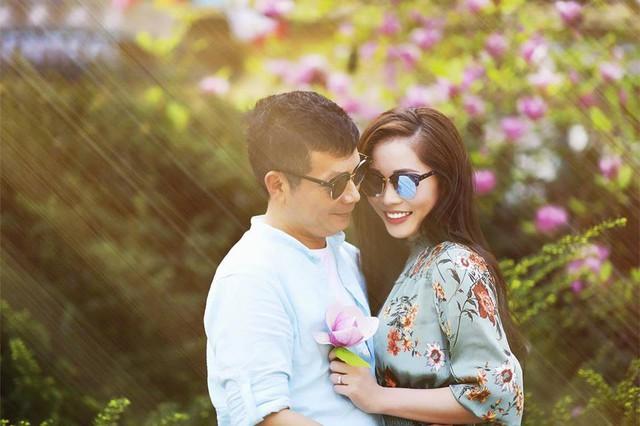 Cuộc sống hạnh phúc, nhiều màu sắc của cô vợ trẻ xinh đẹp chiếm giữ trái tim Shark Hưng sau gần nửa năm về chung nhà - Ảnh 1.