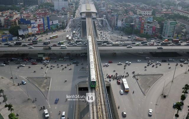 Clip: Hành trình 15 phút đoàn tàu đường sắt trên cao lao vun vút từ ga Cát Linh tới Yên Nghĩa - Ảnh 17.