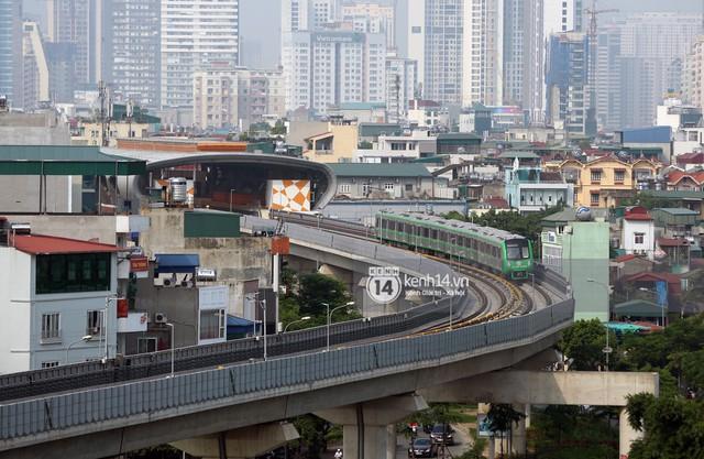 Clip: Hành trình 15 phút đoàn tàu đường sắt trên cao lao vun vút từ ga Cát Linh tới Yên Nghĩa - Ảnh 6.