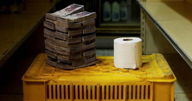 Khủng hoảng kinh tế, Venezuela quyết định phá giá đồng nội tệ sau 15 năm duy trì chính sách - Ảnh 2.