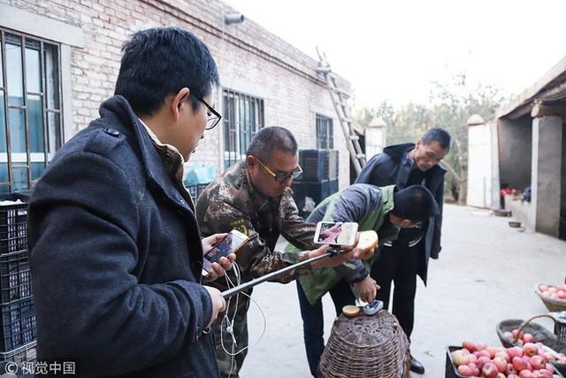 Bán 1,5 triệu kg nông sản qua các nền tảng video, cô nông dân 37 tuổi giúp vùng quê Trung Quốc thoát nghèo chỉ sau 1 năm - Ảnh 3.