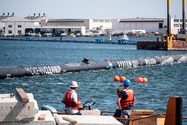 Hệ thống đầu tiên của dự án dọn rác biển The Ocean Cleanup đã chính thức ra khơi, đây là những hình ảnh về nó - Ảnh 17.
