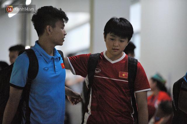 Chàng trợ lý tiếng Anh có gương mặt bầu bĩnh luôn theo sát HLV Park Hang Seo và Olympic Việt Nam là ai? - Ảnh 8.