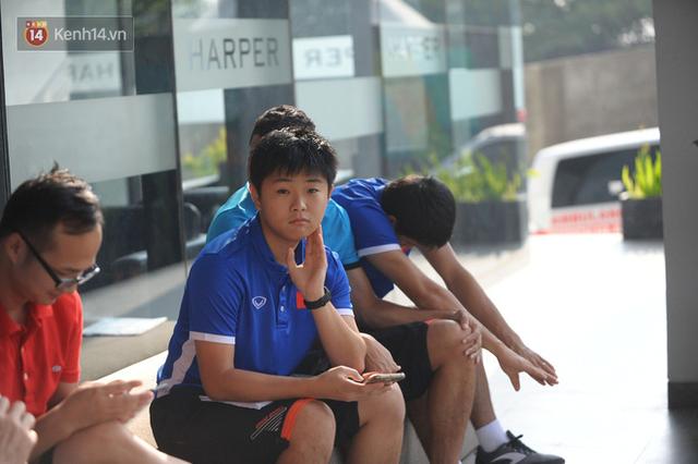 Chàng trợ lý tiếng Anh có gương mặt bầu bĩnh luôn theo sát HLV Park Hang Seo và Olympic Việt Nam là ai? - Ảnh 9.