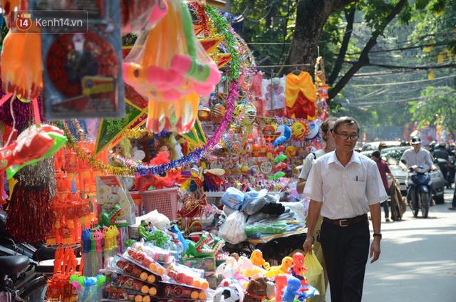 Phố Hàng Mã rục rịch mùa Trung thu: Hàng Trung Quốc vắng bóng, lồng đèn truyền thống lên ngôi - Ảnh 9.