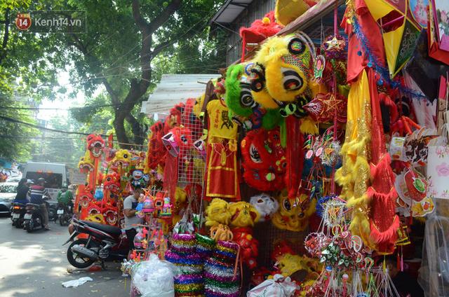 Phố Hàng Mã rục rịch mùa Trung thu: Hàng Trung Quốc vắng bóng, lồng đèn truyền thống lên ngôi - Ảnh 10.