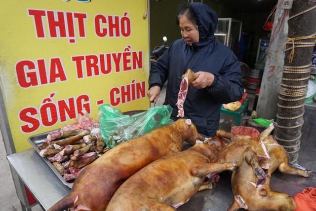 Nơi cả làng ăn thịt chó ngày Tết ở Hà Nội: Đã là tục lệ thì giỗ, Tết nhất định phải có thịt chó để ăn - Ảnh 1.