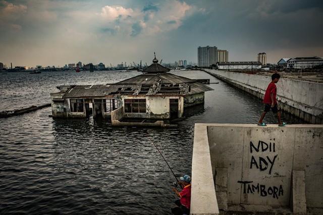 Jakarta: Thành phố chìm nhanh nhất thế giới - Ảnh 2.