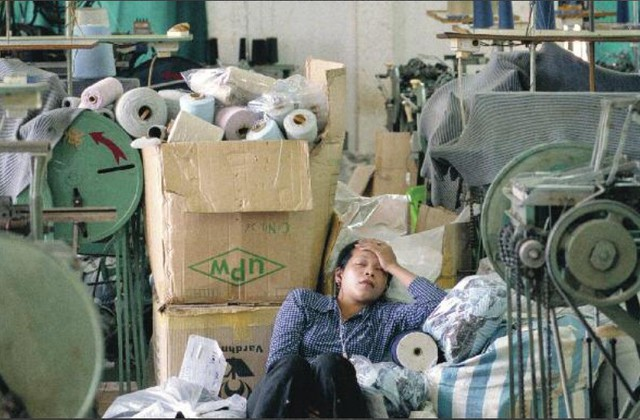 """Để làm ra một chiếc áo hàng hiệu, hàng trăm công nhân đã phải sống trong những điều kiện """"trời ơi đất hỡi"""" như này - Ảnh 3."""