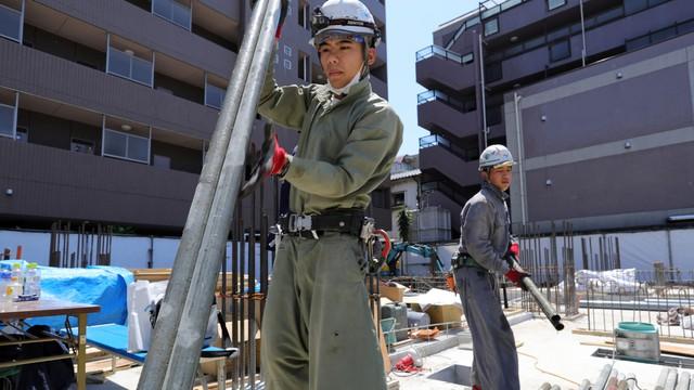 Thủ tướng Nhật Shinzo Abe và công cuộc cải cách Nhật Bản thầm lặng - Ảnh 5.