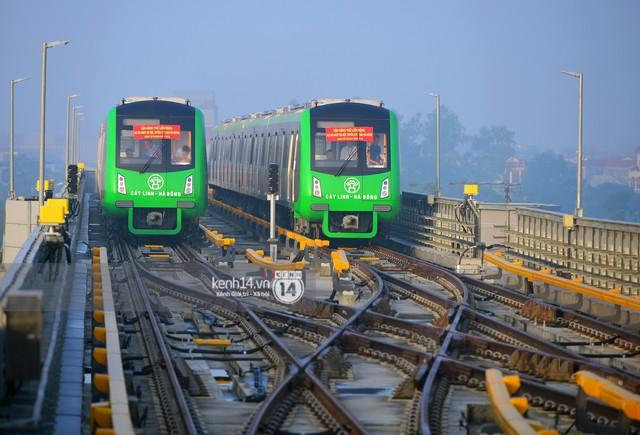 Ảnh, clip: Trải nghiệm bên trong đoàn tàu đường sắt trên cao Cát Linh - Hà Đông ngày chính thức chạy thử - Ảnh 2.