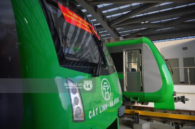Ảnh, clip: Trải nghiệm bên trong đoàn tàu đường sắt trên cao Cát Linh - Hà Đông ngày chính thức chạy thử - Ảnh 3.
