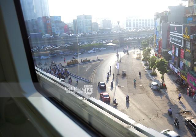 Ảnh, clip: Trải nghiệm bên trong đoàn tàu đường sắt trên cao Cát Linh - Hà Đông ngày chính thức chạy thử - Ảnh 15.