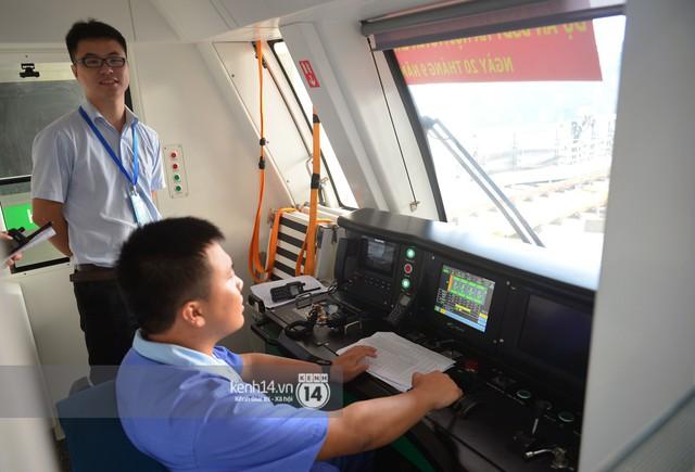 Ảnh, clip: Trải nghiệm bên trong đoàn tàu đường sắt trên cao Cát Linh - Hà Đông ngày chính thức chạy thử - Ảnh 4.