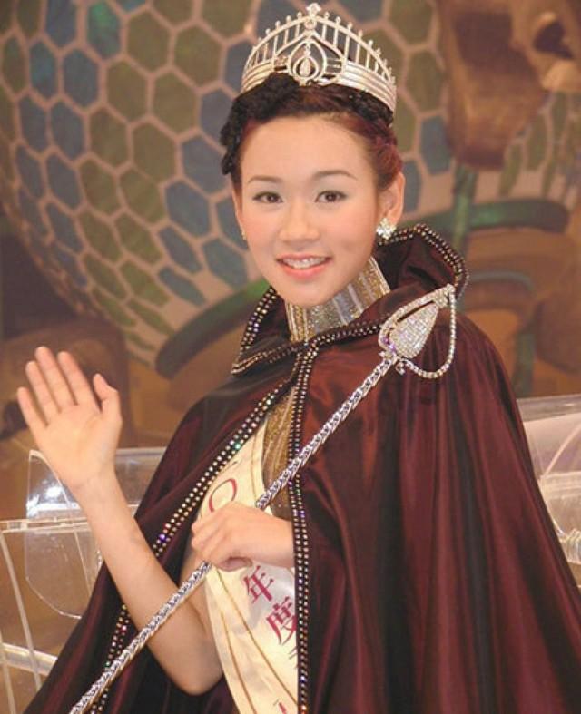 Phận đời Hoa hậu sau khi đăng quang: Người thành bà hoàng bên tỷ phú, kẻ dính bê bối sex tập thể, tiếp rượu kiếm sống - Ảnh 22.