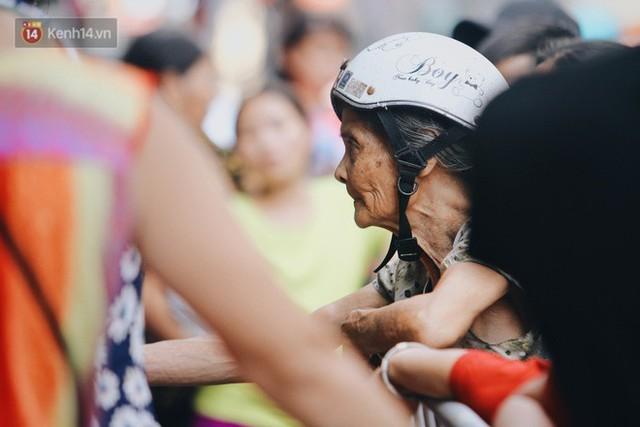 Tình người sau đám cháy Đê La Thành: Đúng là trong hoạn nạn mới biết có nhiều người tốt thế - Ảnh 23.