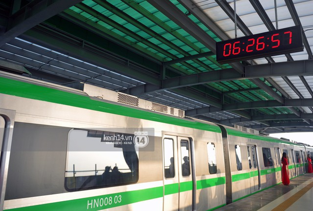 Ảnh, clip: Trải nghiệm bên trong đoàn tàu đường sắt trên cao Cát Linh - Hà Đông ngày chính thức chạy thử - Ảnh 5.