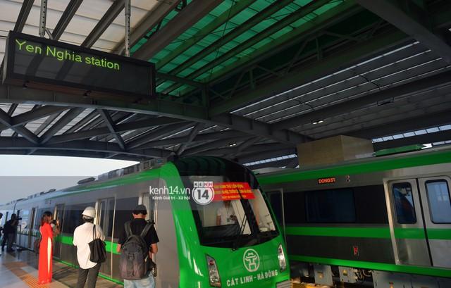 Ảnh, clip: Trải nghiệm bên trong đoàn tàu đường sắt trên cao Cát Linh - Hà Đông ngày chính thức chạy thử - Ảnh 6.
