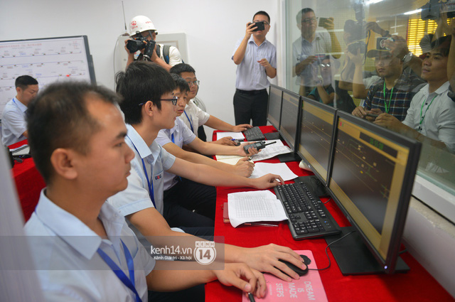Ảnh, clip: Trải nghiệm bên trong đoàn tàu đường sắt trên cao Cát Linh - Hà Đông ngày chính thức chạy thử - Ảnh 7.