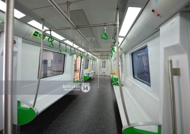 Ảnh, clip: Trải nghiệm bên trong đoàn tàu đường sắt trên cao Cát Linh - Hà Đông ngày chính thức chạy thử - Ảnh 8.