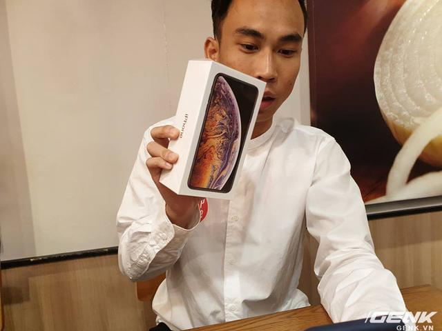 đầu tư giá trị - photo 1 15374931185841997239778 - iPhone XS Max đầu tiên về Việt Nam trước cả khi Apple mở bán, giá từ 33.9 triệu đồng