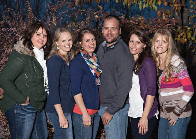 Cuộc sống hạnh phúc bên 5 người vợ và 25 đứa con của ông chồng hào hoa nhất nước Mỹ - Ảnh 1.