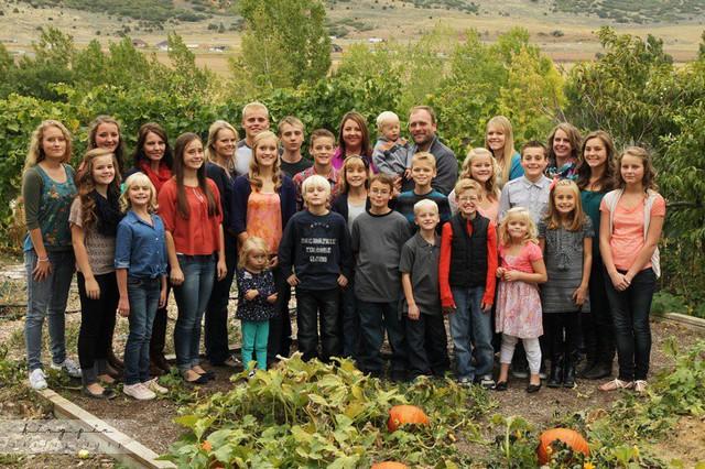 Cuộc sống hạnh phúc bên 5 người vợ và 25 đứa con của ông chồng hào hoa nhất nước Mỹ - Ảnh 5.