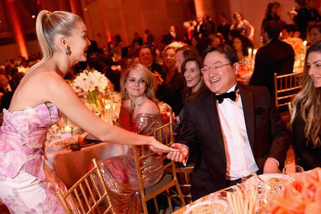 Cuộc sống phóng túng, siêu giàu, dùng tiền mua cả Hollywood của tỷ phú Malaysia đang bị truy nã - Ảnh 1.