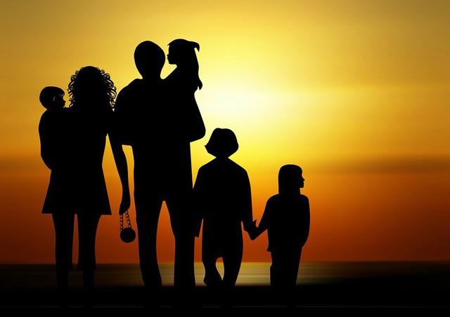 Đừng bao giờ nghĩ bố mẹ, anh chị em, bạn bè thân thiết thì lẽ đương nhiên phải giúp đỡ mình! - Ảnh 1.