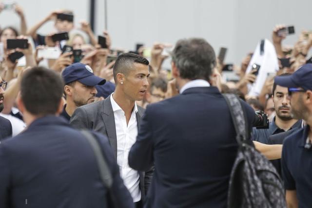 đầu tư giá trị - photo 3 1537867234448864243536 - Sau những giọt nước mắt vinh quang, giờ là lúc Ronaldo rơi lệ vì bất lực