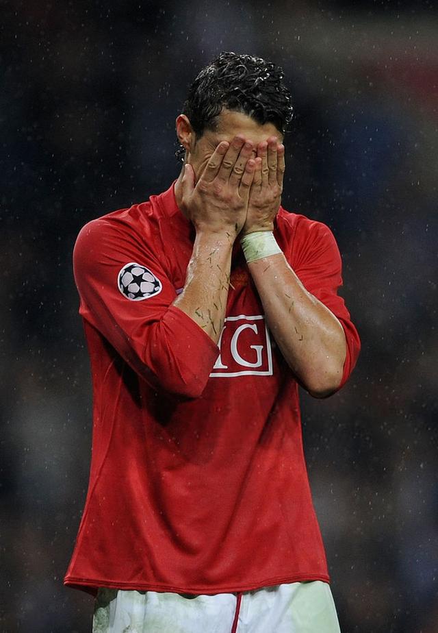 đầu tư giá trị - photo 5 15378672344521643350674 - Sau những giọt nước mắt vinh quang, giờ là lúc Ronaldo rơi lệ vì bất lực
